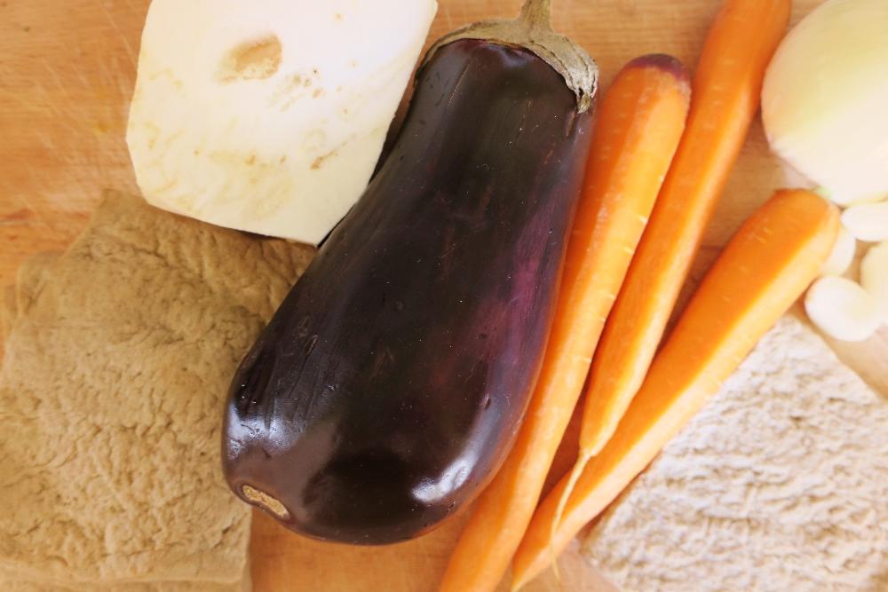 Lilek, celer, mrkev a robi maso