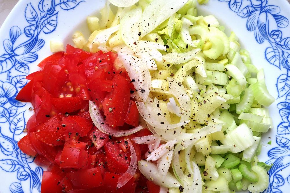 Rajčata, celer, paprika, cibule